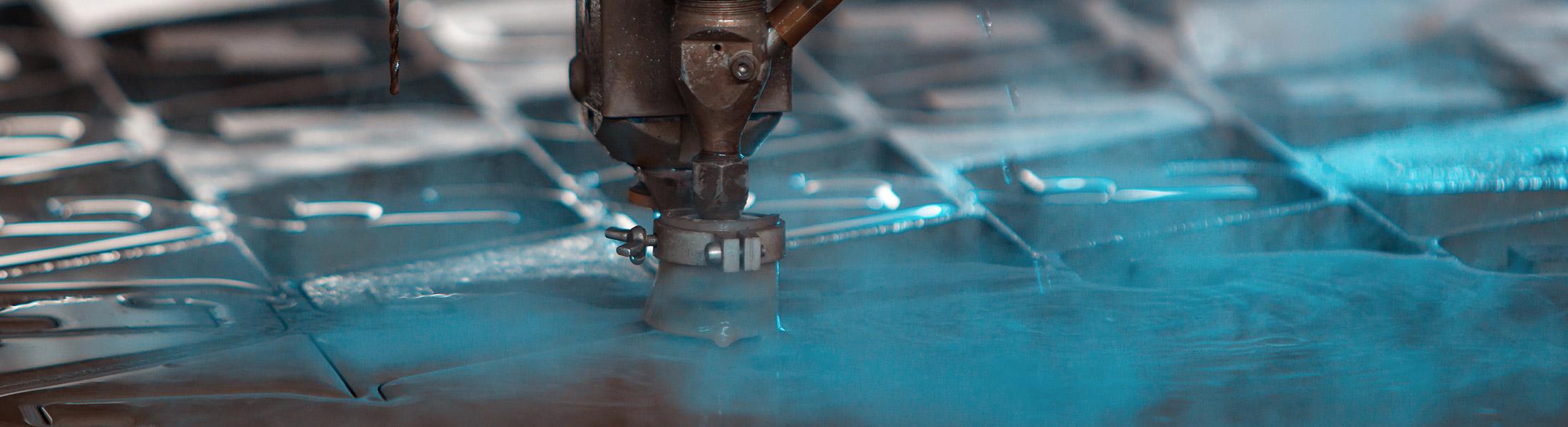 Wasserstrahlschneider im Einsatz